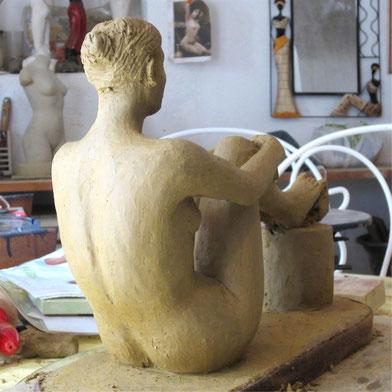 nu assis sculpture argile 2013.