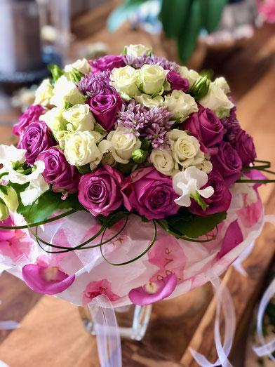 Brautstrauss in Pink mit Rosen und Wicken