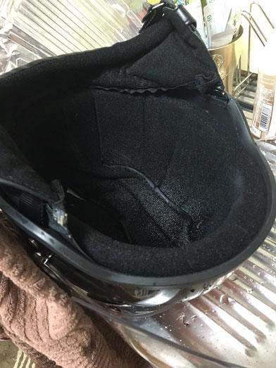 停めていたヘルメットにCCレ●ンを、なみなみ入れられ、きぃぃぃぃってなったこともあります(しみじみww)。いろんなことがあったなぁー。