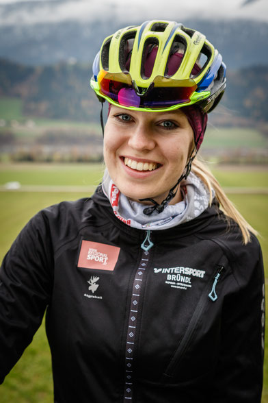 Anna Huter RC Radclub ÖAMTC tomsiller Tirol Vomp Rinn Rennrad Rad Regionalsport Mädls Frauen Damen Team Österreich