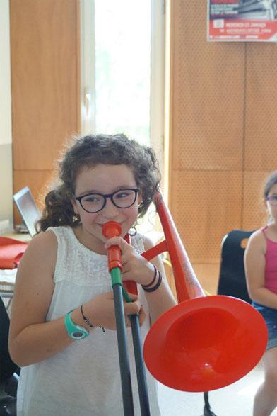 Ecole de musique à Crolles - Grésivaudan : le parcours découverte pour les enfants. Petit garçon lors d'un cours de musique.