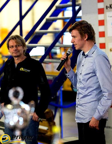 Rennfahrer Dennis Bröker aus Bad Salzuflen steht Winfried Braun im Interview Rede und Antwort