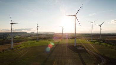 Flightseeing Windenergie Windpark Windrad Inspektion Drohne Luftaufnahme