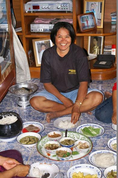 Thais sind fröhliche Menschen und Essen geht über alles