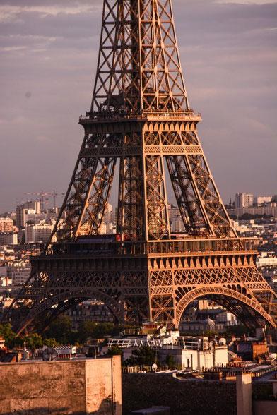 Der Tour Eiffel vom Triumphbogen aus gezoomt