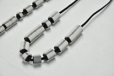 colliers papier - polyester - papier jewelry contemporary - bijou contemporain