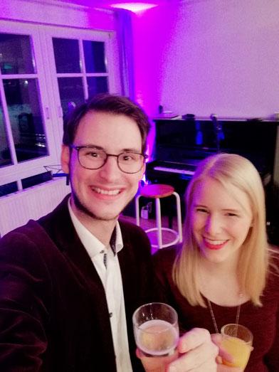 Manchmal hilft auch ein Sekt - VIP Empfang Rotary Club Uelsen-Coevorden links: Jessica Duhn