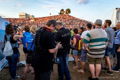 """Wir Fotografen stehen Schlange vor einem vollen """"Mount Klotz""""."""