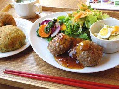 オーガニック野菜たっぷりの日替わりランチ