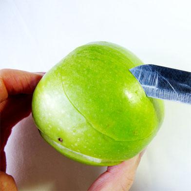 Beatrice Winkel - Apfelhaut einschneiden