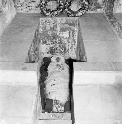 Meher Baba placed in his crypt on 31st January 1969. Blocks of ice surround his body.