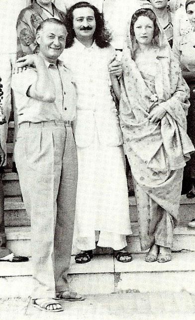 Cannes, France ; 1937 - Courtesy of Lord Meher  Vol.6-7 :  Bhau Kalchuri