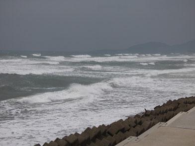 17時 西うねり、北寄りの風