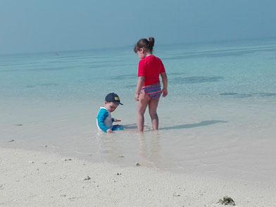 Giovanni e Giulia, piedini in viaggio alle Maldive