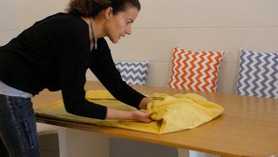cómo doblar las sábanas con gomas elásticas