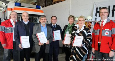 Lebensretter von nebenan (von links nach rechts): 1. DRK-Vorsitzender Schneider-Biegi, geehrte Blutspender Herr Auerbach (75x), Herr Brutscher (125x), Herr Anders (10x), Frau Bräumer (25x) und Frau Köcke (50x), 2. DRK-Vorsitzender Best