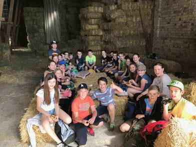 Die fünften Klassen der IGS Osthofen hatten die Möglichkeit, einen Bauernhof im Rahmen des NaWi-Unterrichts näher kennenzulernen.  (Foto: IGS Osthofen)