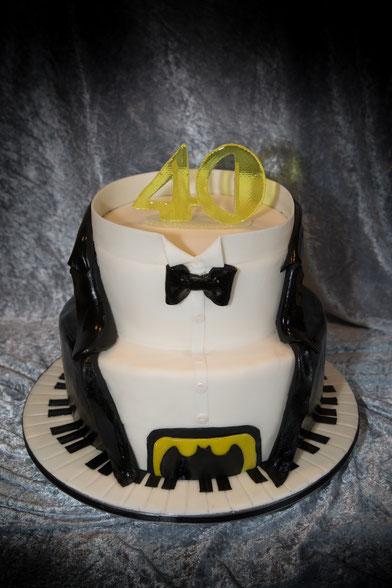 Batmantorte Torte mit Klaviatur