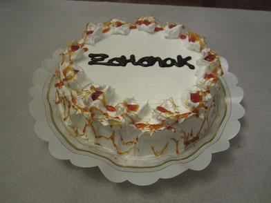 Tarta nevada con bizcocho, crema pastelera, merengue y caramelo
