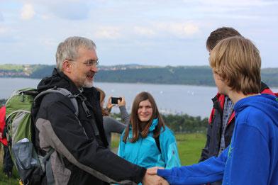 Bild: Bischof Hanke bei der Jugendwallfahrt 2013 am Brombachsee. pde-Archivfoto: Geraldo Hoffmann