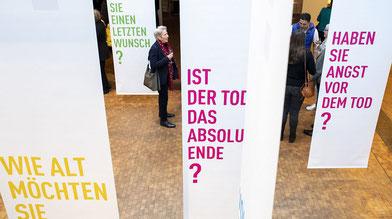 Die Pilot-Ausstellung »Dialog mit dem Ende« regt zur Kommunikation über den Tod an (Foto: Bente Stachowske)