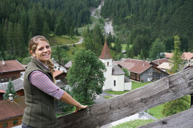 Ramona Sprenger hat schon Großes erreicht, unter anderem die Produktentwicklung der grenzüberschreitenden Weitwanderroute Lechweg. Privat hingegen bevorzugt sie das Leben im kleinen Tiroler Auszeitdorf Pfafflar. © Verein Lechweg/Gerhard Eisenschink