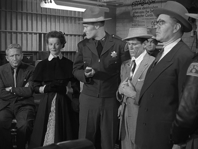 "Una scena del film ""Pat and Mike"" del 1952 - Gli attori da sx: Spencer Tracy,  Katherine Hepburn, Chuck Connors, Charles Bronson, e George Mathews"