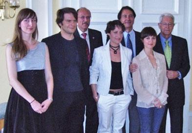 Bei der Preisverleihung am 24.9.2009 in Wiesbaden v.l.n.r. Sibylle Wallum, Philipp Hauß, Staatsminister Stefan Grüttner, Dorotty Szalma, Marc Clémeur, Anna Dirckinck-Holmfeld, Armin Kretschmar