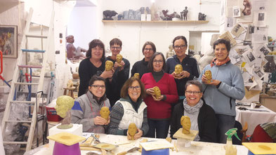 Kreativ geworden ist die Gruppe bei der Bildhauerin Sabine Hoppe.