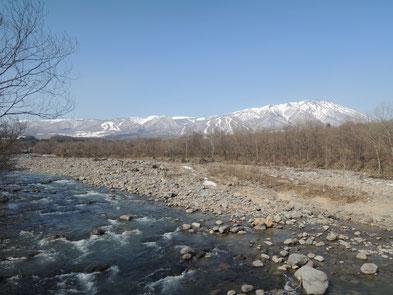 葛根田川と岩手山