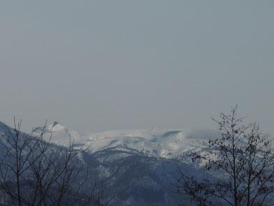 ペンション前から今日の乳頭山(烏帽子岳)。やたらクリーミーに見えます。ジェラートの食べ過ぎでしょうか・・・(笑)