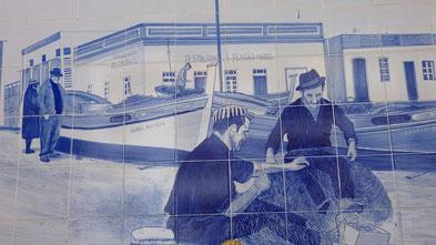 Azujelos an der Fischhalle in Quarteira