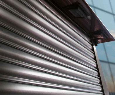 Réparation de tablier de rideau et de grille métallique