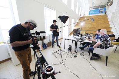 Photo : coulisse des Rencontres avec l'équipe technique du cinéaste Jean-Pierre Valentin.