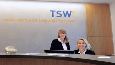 Blonde Business Frau, Rezeption, Tagunsgzentrum der Sächsischen Wirtschaft