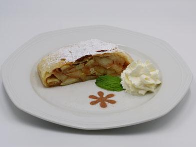 Mascha Wirt Lesachtal Kuchen Strudel Eis Dessert Kaffee