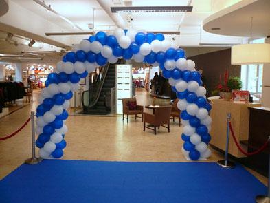 Luftballon Ballon Bogen Dekoration Firmenevent Oktoberfest Modehaus Gebrüder Götz Würzburg Eingang