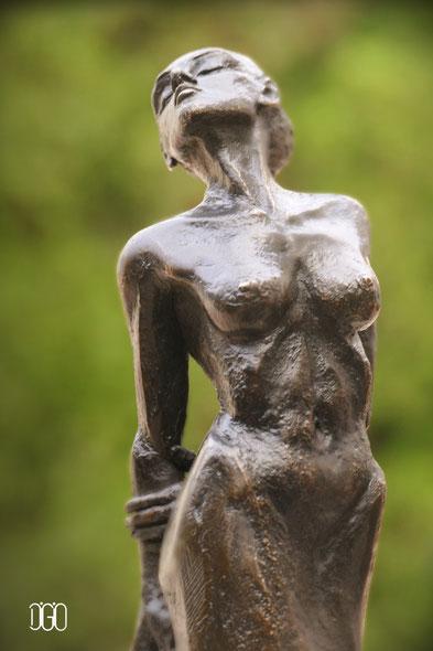 Eléna Di Giovanni Sculpture Femme en Bronze Fonderie d'Art Artiste Sculpteur Tourrettes sur Loup
