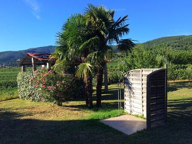 Komfort mit Gartendusche und Umschwung mitten in den Weinbergen.