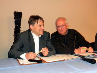 Franz Schnitker (1. Vorsitzender, rechts) im Gespräch mit Oliver Theiß (2. Vorsitzender, links).