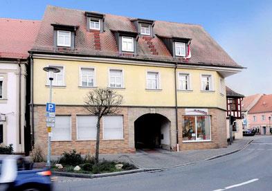 Die Denkmalschutz Immobilie Makler historischer Häuser Wohn und Geschäftshaus Baiersdorf