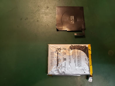 充電コイルをバッテリーから外したpixel3XL