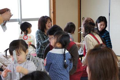 新聞びりびりやぶり遊び 2月13日 星田山手東集会所