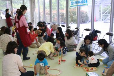 5月18日 星田西子育てサロン おもちゃ遊び