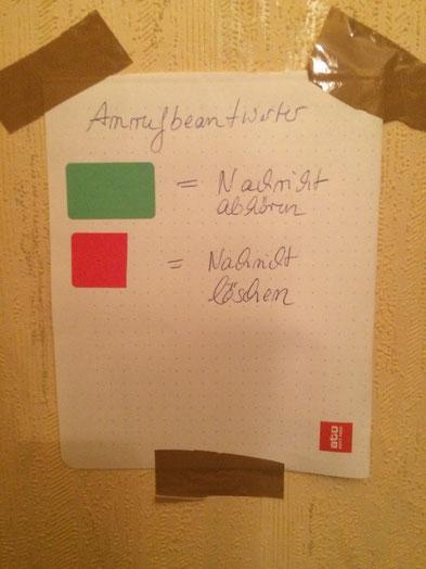 Nicht schön, aber selten würde meine Familie zum Merkzettel an der Wand sagen ;-)
