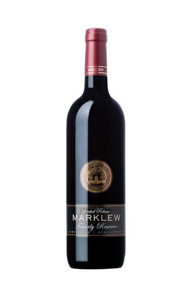 Marklew Family Wines Cape Flora Pinotage 2015 14,5% Alc. Der Family Reserve wurde in französischen 300l Fässern fermentiert und gereift. Hier erhält er sein typisches erdiges Bouquet. Nuancen von Mokka gehen einher mit ausgeprägten Aromen von roten Frücht