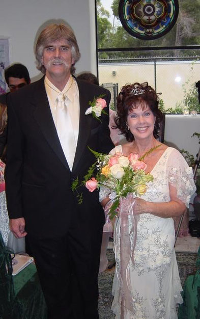 Dina's wedding photo with her late husband- Charles Gibson