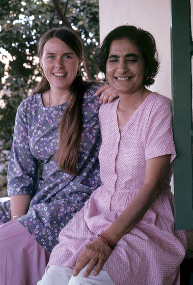 Meherazad, India ; Meheru with Vesta Clinton in 1974