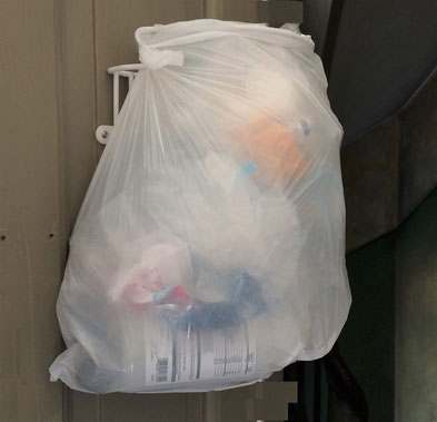 Affaldssortering til køkkenskab med affaldsstativ affaldssorteringssystem Flower. Virker både i køkken og kontor!