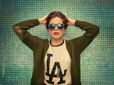 Eines unserer Models mit dem Brillenmodell Palermo Blue